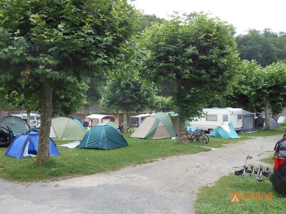 Municipal de plaza berri st jean pied de port pyr n es - Camping municipal saint jean pied de port ...